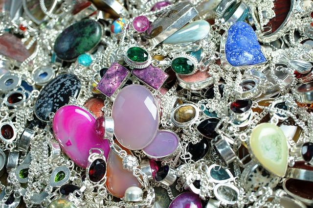 biżuteria dużo różnych produktów