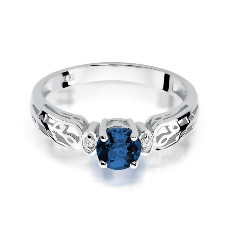 pierścionki zaręczynowe z białego złota